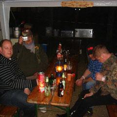 Abends dann zur Belohnung fröhliche Saufspiele mit Atze, Chris & dem Friesen von nebenan