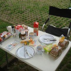 Morgen, Tag 2: unser bescheidener Frühstückstisch...