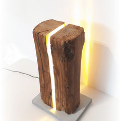 Stehleuchte Altholz mit warmweiss LED