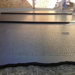 La pierre de Rosette agrandie XXXXX fois !