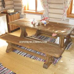 Стол и скамейки под старину для бани.