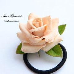 Роза на резинке