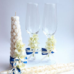 свечи и бокалы с жасмином