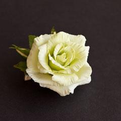 Брошь с салатовой розой