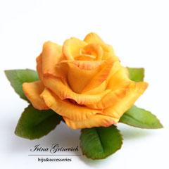 Брошь с желто-оранжевой розой