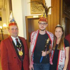 das neue Lauenberger Prinzenpaar mit dem LKC-Präsidenten Norman Greve (links)
