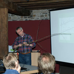 Michael Lehmann zeigt den richtigen Schnitt am Demo-Ast