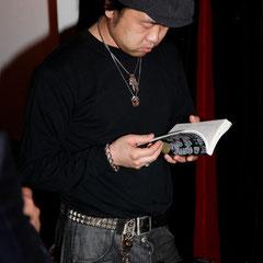本がある写真 『世界は考える』出版記念レセプション Photo by Song Min Soo
