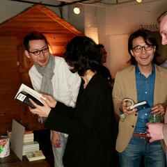 東大英会話 『世界は考える』出版記念レセプション Photo by Kim Gno
