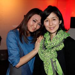 フラワーアレンジメントの渡辺さんと妹さん 『世界は考える』出版記念レセプション Photo by Song Min Soo