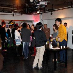 早稲田の松尾くんが目立っている 『世界は考える』出版記念レセプション Photo by Song Min Soo