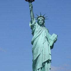 Estatua de la libertad (Homenaje a Nicanor Parra), por Alba Cruz