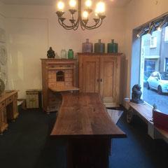 Massivholztisch mit Baumkante auf Maß gefertigt