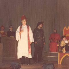 Thomas' Vatikan-Monolog (Beat im Kettenhemp versucht uns wieder zum Lachen zu bringen mit Grimassen)