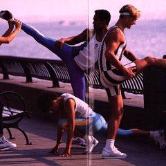 Musti hatte nach dem Fotoshooting eine Plattsehnenmuskelzerrung. Dafür waren alle im Spandexshape, Ursi's neue Fitnesslinie