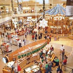 Sönke zeigte Hedle seine liebste Mall. Es regnete ja sowieso immer und die Buben waren am gamen