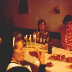 Einmal im Jahr kam Tante Margrit. Sie hiess auch Schwester David und ass den Kuchen fast alleine. Uns stinkte das.