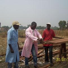 Equipe congo Baleiniere au chantier de construction a Kinkole