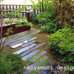 庭や外構のリノベーション「デッキのある庭」©miyamori design
