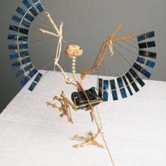 Une représentation d'archéoptéryx  en mouvement de Panamarenko.