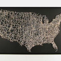 Unité, une oeuvre de Brian Dettmer qui est un détournement d'une carte des Etats Unis par découpage, 2005.