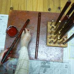黒漆塗りの上から古代赤漆塗り