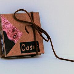 Oasis, 2017, livre objet, collagraphie, portfolio par l'artiste, 7.2 X 7.2 X 2 cm