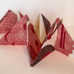 Gemme, 2015, livre objet triangulaire, deux estampes, relief, gaufrage, collage et pliage. Portfolio 7,5 X 15 X 2,8 cm avec papier Somerset par Nicole Doré Brunet