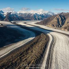 Kaskawulsh Mountain y su impresionante glaciar. Kluane National Park.