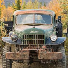 Un viejo camión Dodge.