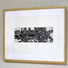 「小さな海」銅版画、紙。2008年。 イメージサイズ10cm×27cm。額縁有り。  小品なのでインテリア、ギフトとしても最適です。 日本橋、木の葉画廊にも展示。