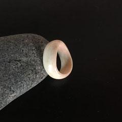 """Onduline"" anneau en os de boeuf"
