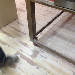 Cómo renovar una cerámica para convertirla en un pavimento de resinas