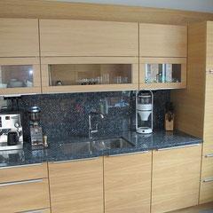 Küche mit Echtholzfurnier // Beratung • Planung • Ausführung