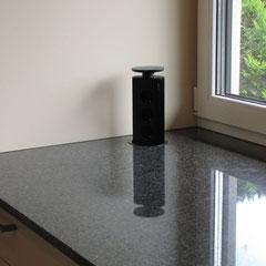 Küche Detail versenkbare Steckdose// Beratung • Planung • Ausführung