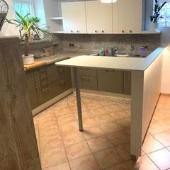 Küche mit Theke // Beratung • Planung • Ausführung