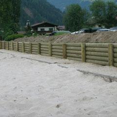 Umzäunung eines Beachvolleyballplatzes