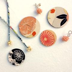 Magnet-Broschen und Kette aus Vintage-Kimonoseide und Koralle
