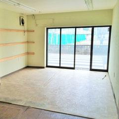 コンクリートにクッションフロア貼りの床
