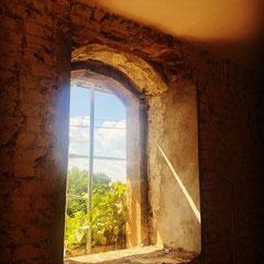 Fenstersanierung in einer Natursteinwand