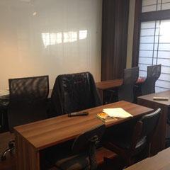 机を並べ変える事でセミナー室としてもご利用いただけます。