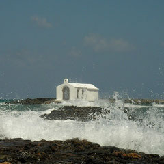 Agios Nikolaos moeilijk bereikbaar met ruwe zee.