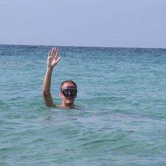 De zwemtocht naar het eiland kan beginnen.