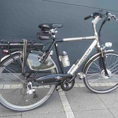 Batavus Socorro fiets met ombouwset voorwiel motor van FON