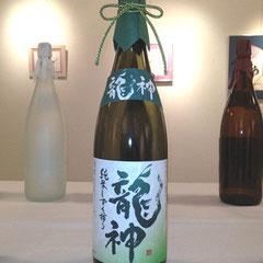酒ラベル『純米しずく搾り 龍神』筆文字ロゴ・ラベルデザイン