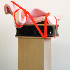 Parabel, 2013, Kunststoff, Schaumstoff, Silikon, MDF, 155 x 85 x 50 cm
