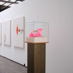 Antje Blumenstein - Glaube an den Glamour 1, 2009, PU-Schaum, Bordüren, Glas, MDF, 160 x 52 x 48 cm