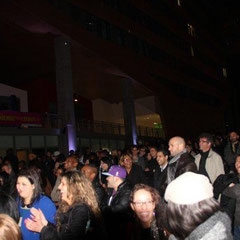 Le public devant le Jamel Comedy Club - Photo © Anik COUBLE