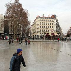 Place de la République, transformée en patinoire - Lyon - Février 2012 © Anik COUBLE