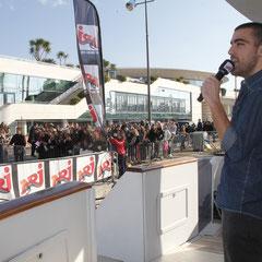 Lionel Virgille, animateur NRJ de la tranche 12h-16h, sur le bateau NRJ à Cannes © Anik COUBLE